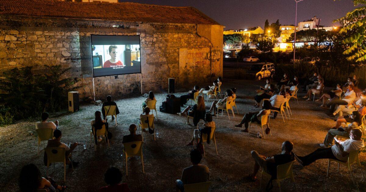 mahal açık alan film gösterimleri